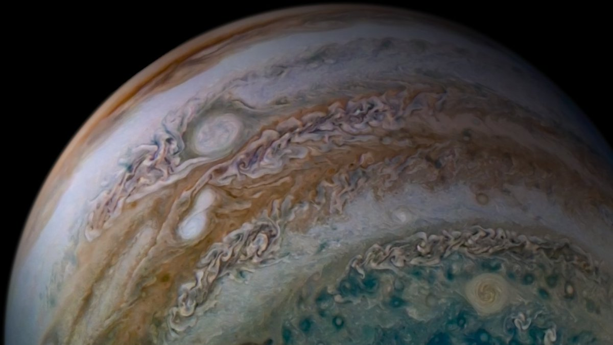 My JunoCam imager recently caught something remarkable: two storms in #Jupiter's atmosphere in the act of merging.  Details: https://t.co/94HGked5B6 📸 Image processed by Tanya Oleksuik. https://t.co/2NbpH6zZIr