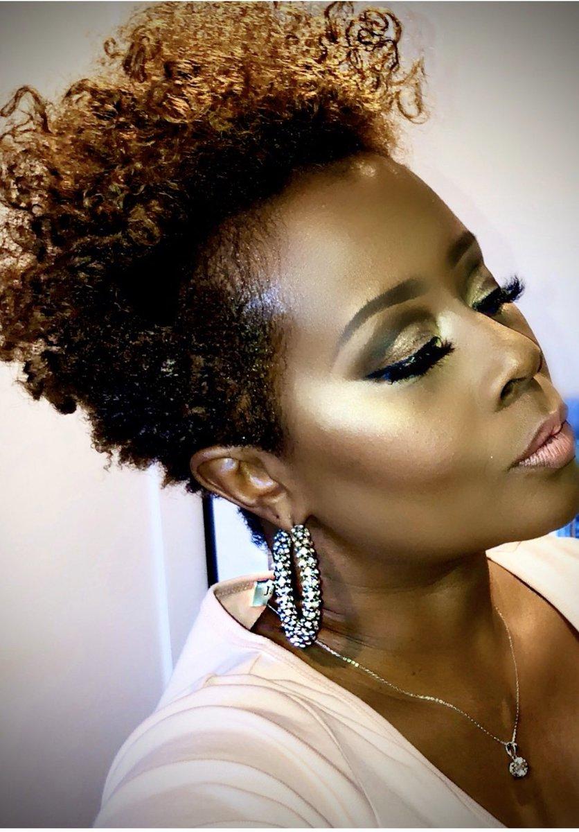 #naturalhairstyles #softcutcrease #makeupforwomenover40 #regionalmakeupartist #supertuesday2020 #macartist #beautytrainer #makeupartist @TwistSponge @ABHcosmeticspic.twitter.com/wsgfnTAirw