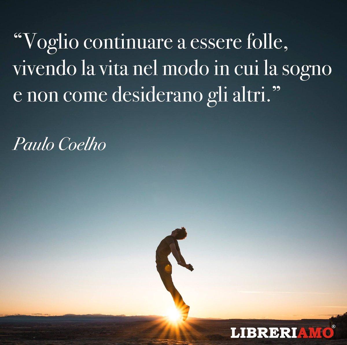 #voglioContinuare a essere folle, vivendo la vita nel modo in cui la sogno e non come desiderano gli altri cit. Paulo Coelho  #sognandoacasalettori  #unTemaAlGiornopic.twitter.com/fjTAGnwKtR
