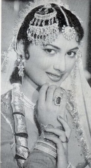 """Vintage Bollywood on Twitter: """"#guesswho #guesstheactress #muvyz  #muvyz030320… """""""