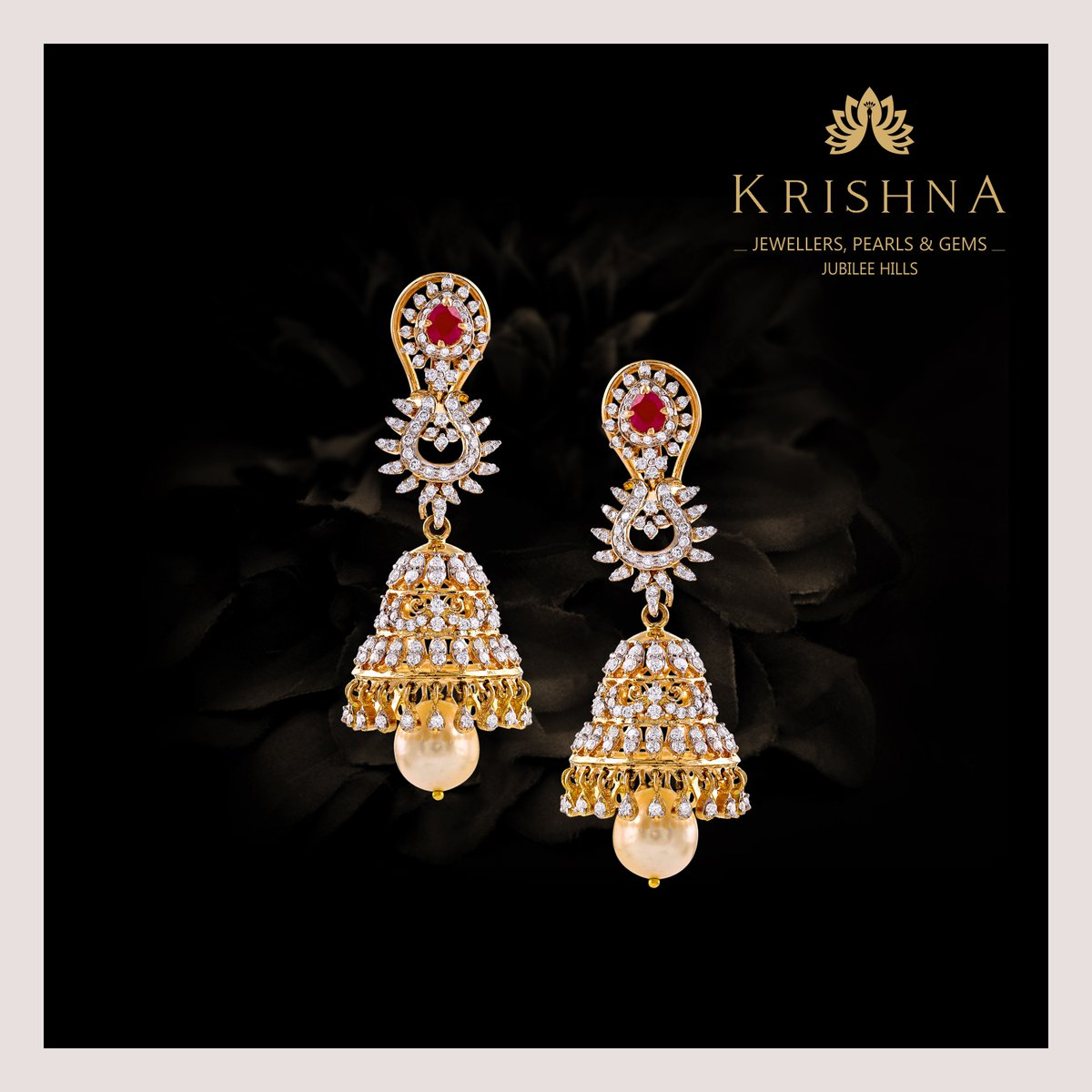 Pear-shaped gorgeous dangling diamond Earrings crafted in yellow gold with rubies, South sea pearls looks fabulous on women of all ages.  For more details Contact Us @ +91-7093324141. #diamondearrings #jhumkaearrings #diamondjewellery #diamonds #diamondjhumkaearringspic.twitter.com/7wKl0BYaUJ
