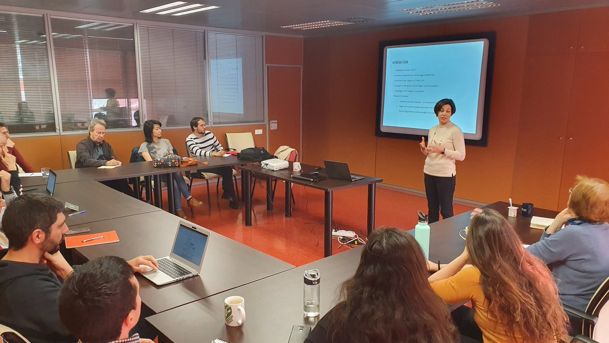 Today in @Ingenio_CsicUpv @CSICval Ana Daniel from U #aveiro  is presenting a profile of #entrepreneurial #university in #portugal and its impact in #regional #competitiveness @Multibien1 @cienciadelaoeipic.twitter.com/nWgSnBLY0H