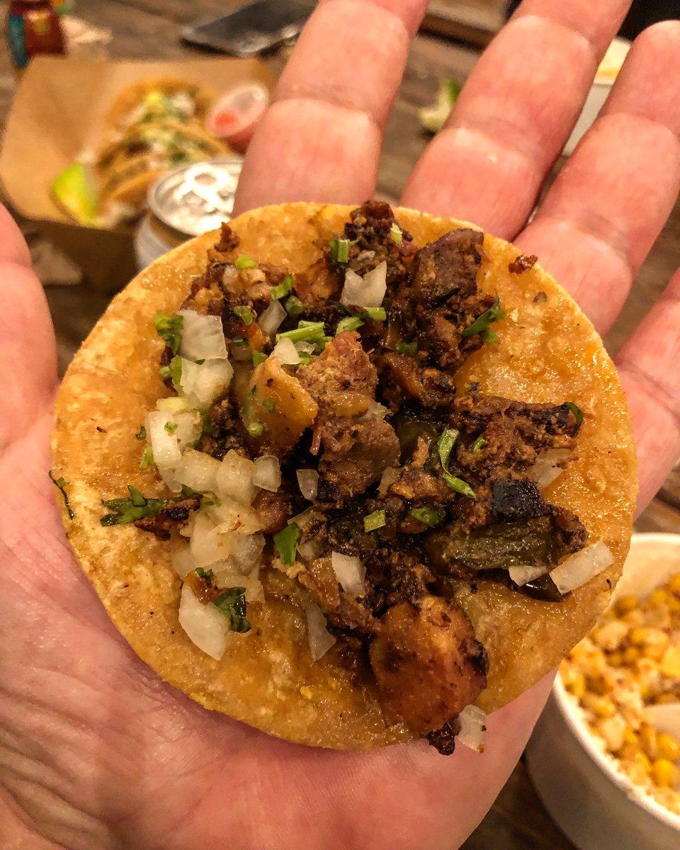Taco a Mano Chiquito y buenisimo. #Discada #tacos #austin #texas #atxeats #atxtacos #atxfoodie #tacolife #tacosofinstagram pic.twitter.com/0xWq7H9wPY – at Discada