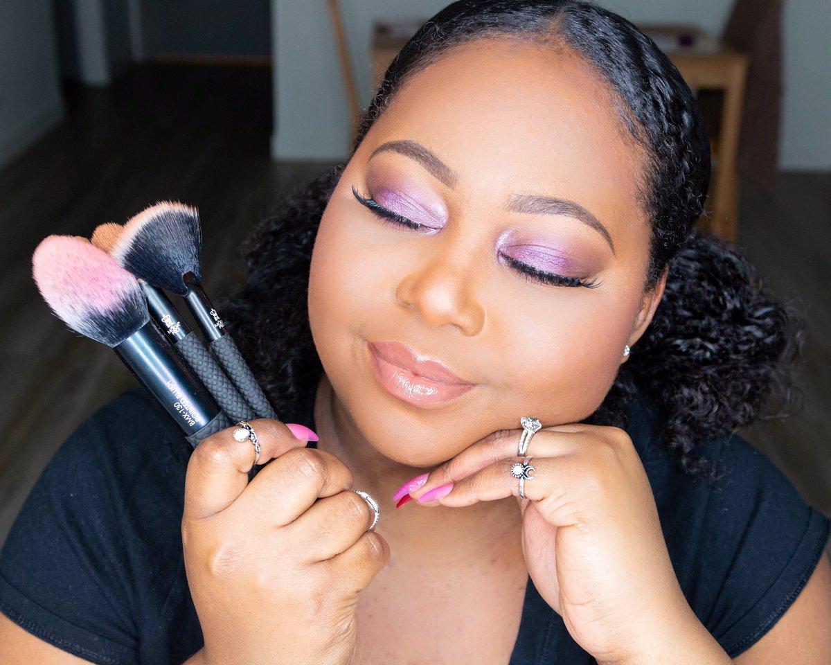 NEW! Spring Violets Makeup Tutorial Ft. @modabrush Pro Full Face Wrap Kit https://t.co/jEfYt2uTge #modamaven #beautifullybold #vegan https://t.co/F74QFYWDKO