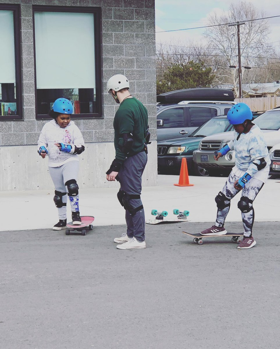 I don't usually make it into pictures but we had lots of visitors in movement today snapping pics so I thought I would share some action shots along with a couple other favorites!! #physed #physicaleducation #physicalliteracy #skateboarding #movementculture pic.twitter.com/fVSnerxcZU