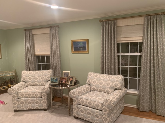 A combination of fabric panels and woven wood shades add character and distinction to any room.   #interiordesign #interiorinspiration #instadecor #windowtreatment #traditionalhome #interiordecorating #interiorwarrior #decorinspiration #interiorstyle #interiordesignerpic.twitter.com/R8PPeLs3nJ