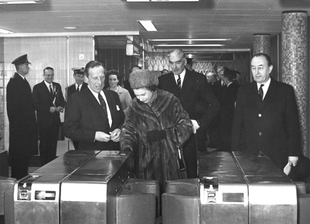 ESRwcPwXkAcOVBW - Victoria Line Royal Opening 1969