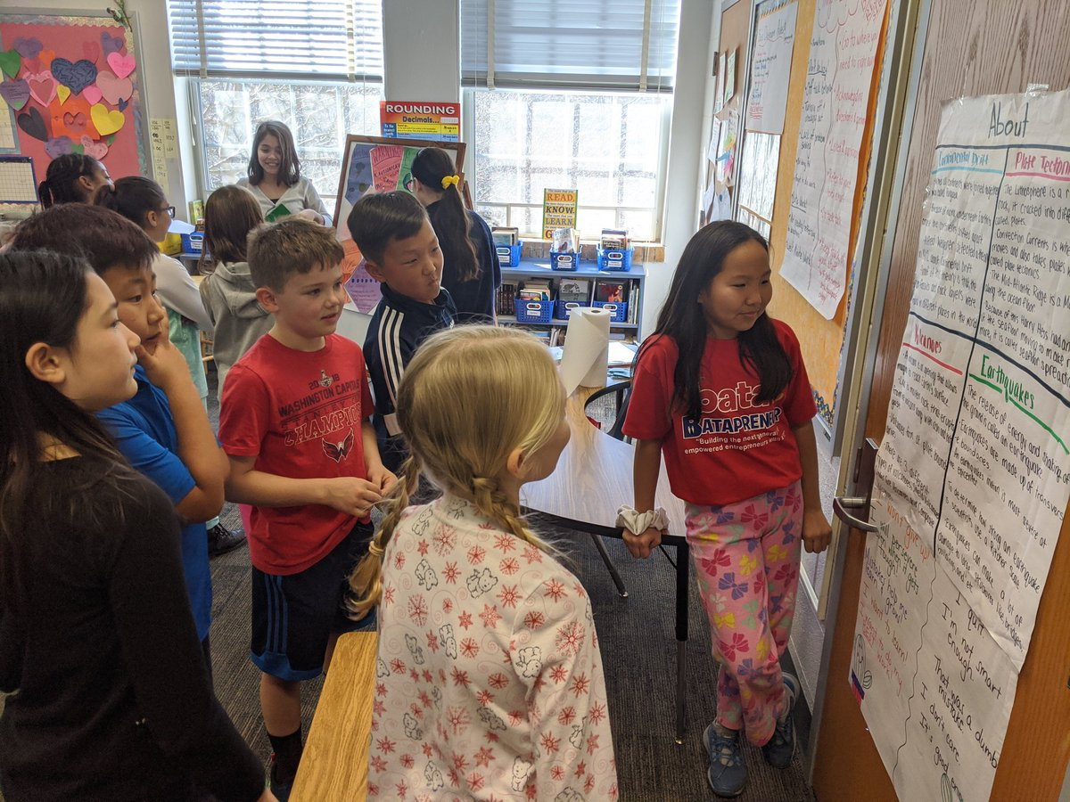 4th graders learn about earthquakes and volcanoes from 5th grade scientists! <a target='_blank' href='http://twitter.com/CaitFranz'>@CaitFranz</a> <a target='_blank' href='https://t.co/4fWzmm7iHj'>https://t.co/4fWzmm7iHj</a>