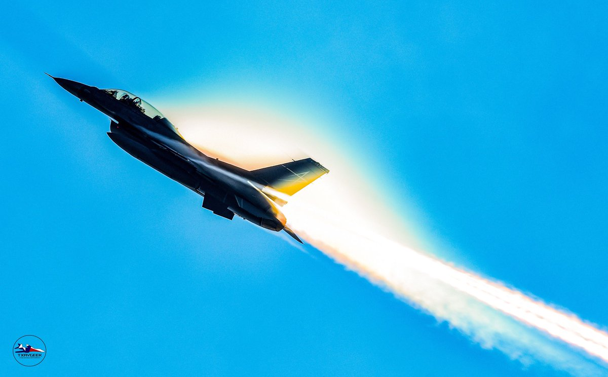 Going up! @LockheedMartin #lockheedmartin #F16fightingfalcon #avgeekpic.twitter.com/nPZVnDRDyX