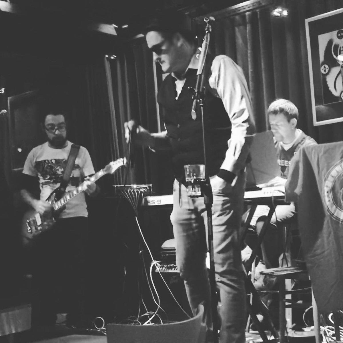 @b_pikapolonica from #novagorica #goriska #primorska #live #concert #ljubljana #slovenia #slovenija #ifeelslovenia @prulcek #photo by @dunjaursic #acoustic #akustika #acustico #blues #rock #party #band @aljazorel @daniele_coslovich @matej_peternelj #sunglasses #insta #pic.twitter.com/sCCenSAILm