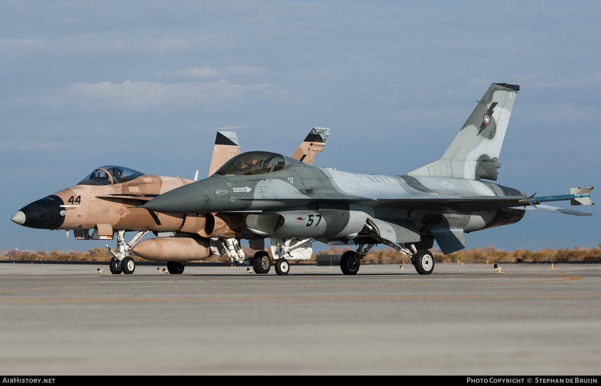 US Navy F-16 FalconUP modification. Read more at https://www.facebook.com/Scramblemagazine/posts/3454184094608100… (photo Stephan de Bruijn) #avgeek #aviation #avgeeks #avaddict #militaryaviation #F16 #F16FightingFalcon #FightingFalcon #NASFallon #TOPGUN #NAWDC #USNavy #NavalAviation #USN #PMA226pic.twitter.com/pFMeQke7up
