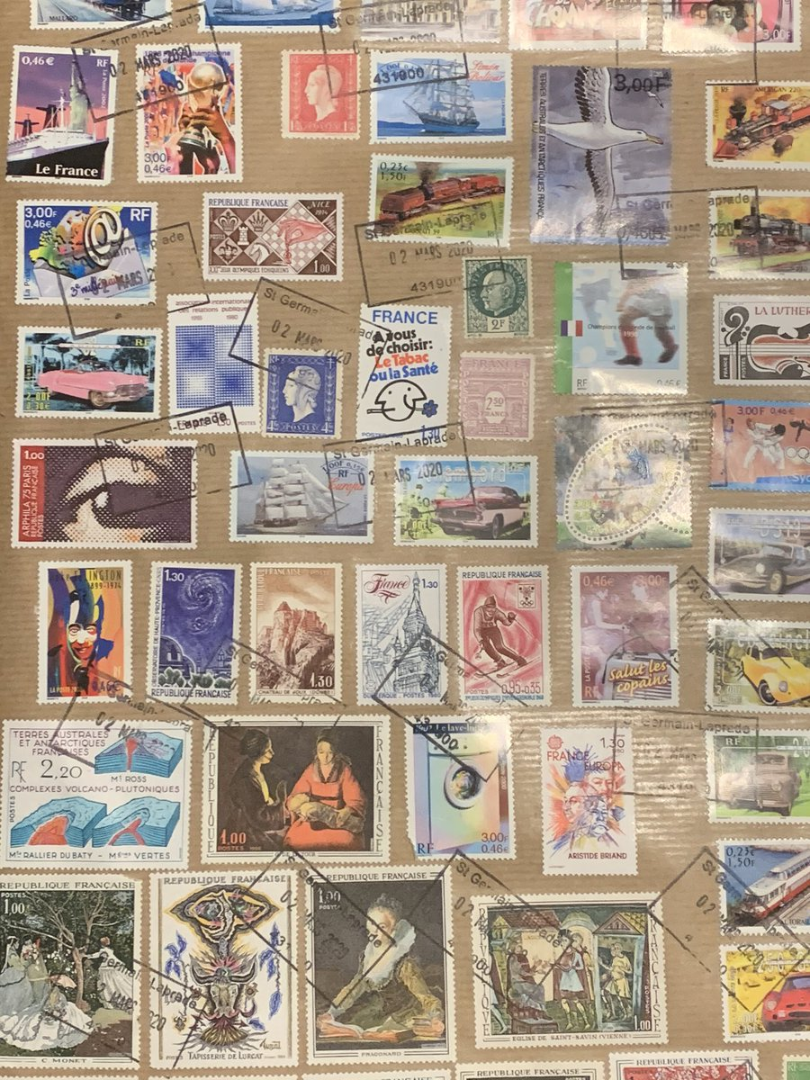 Just got home to find this package from France waiting for me. So many stamps! It's a work of art 😍