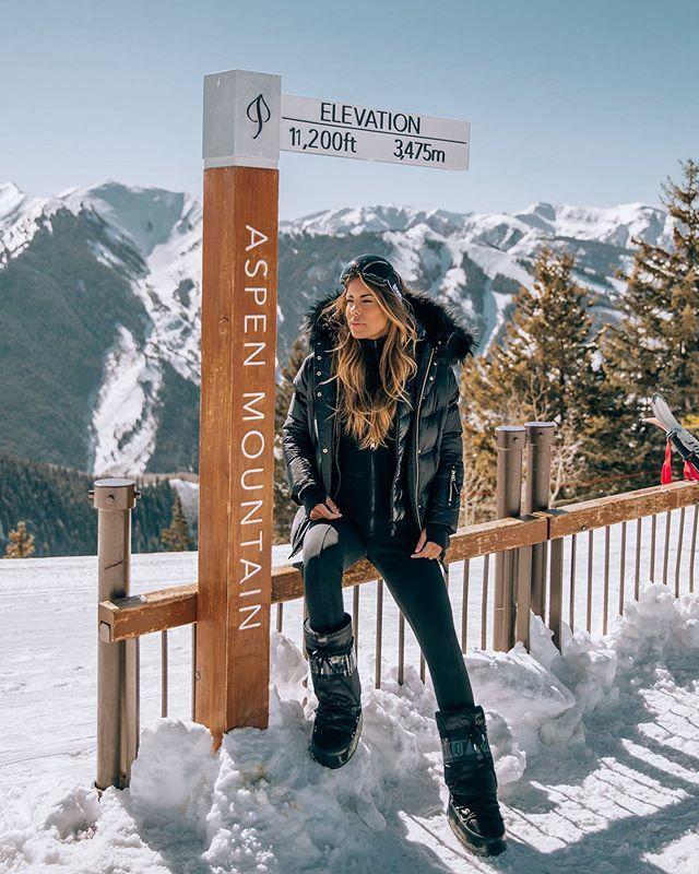 Feeling like a bird up in heaven at this elevation here in aspen. —————— Wearing: @bognerfashion @moncler @moon_boot_the_original . Location: @aspensnowmass @thelittlenell .  #skigirl #skiing #aspen #aspenstyle #skistyle #skifashion #skioutfit #aspencolo… https://ift.tt/2PQivrmpic.twitter.com/k0Bu0SkmXv