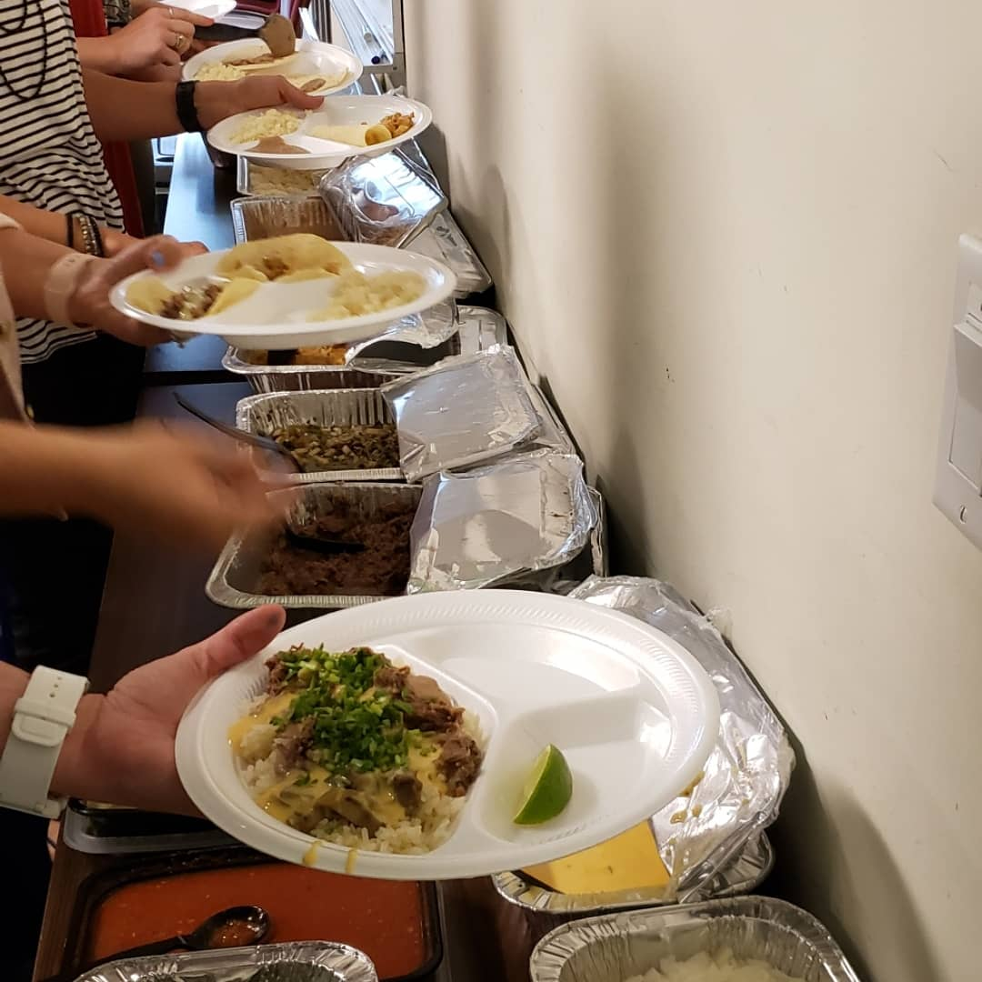 The best part of any company is the people that works there. #tacocravebcs in #historicdowntownbryan does #catering! We bring the #besttacosintown at the #bestpricesintown. Call us at (979)485-5460 to book your #meetings #weddings #parties or any #events you need to bring food topic.twitter.com/UU0y7QLGUt