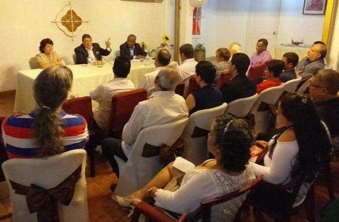 Intercambia Bruno Rodríguez con cubanos residentes en Panamá