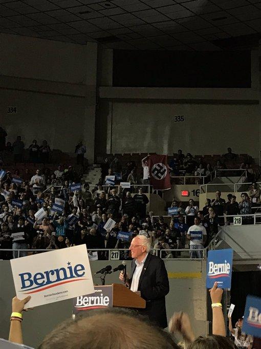 Nazista faz provocação com bandeira em comício de Sanders