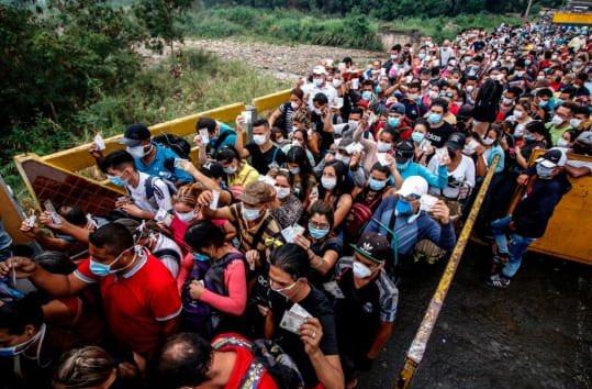 El pánico al COVID19 acelera la inmigración venezolana, se debe estar atento a la capacidad de carga del sistema de salud colombiano. https://t.co/ASYglmQbB9