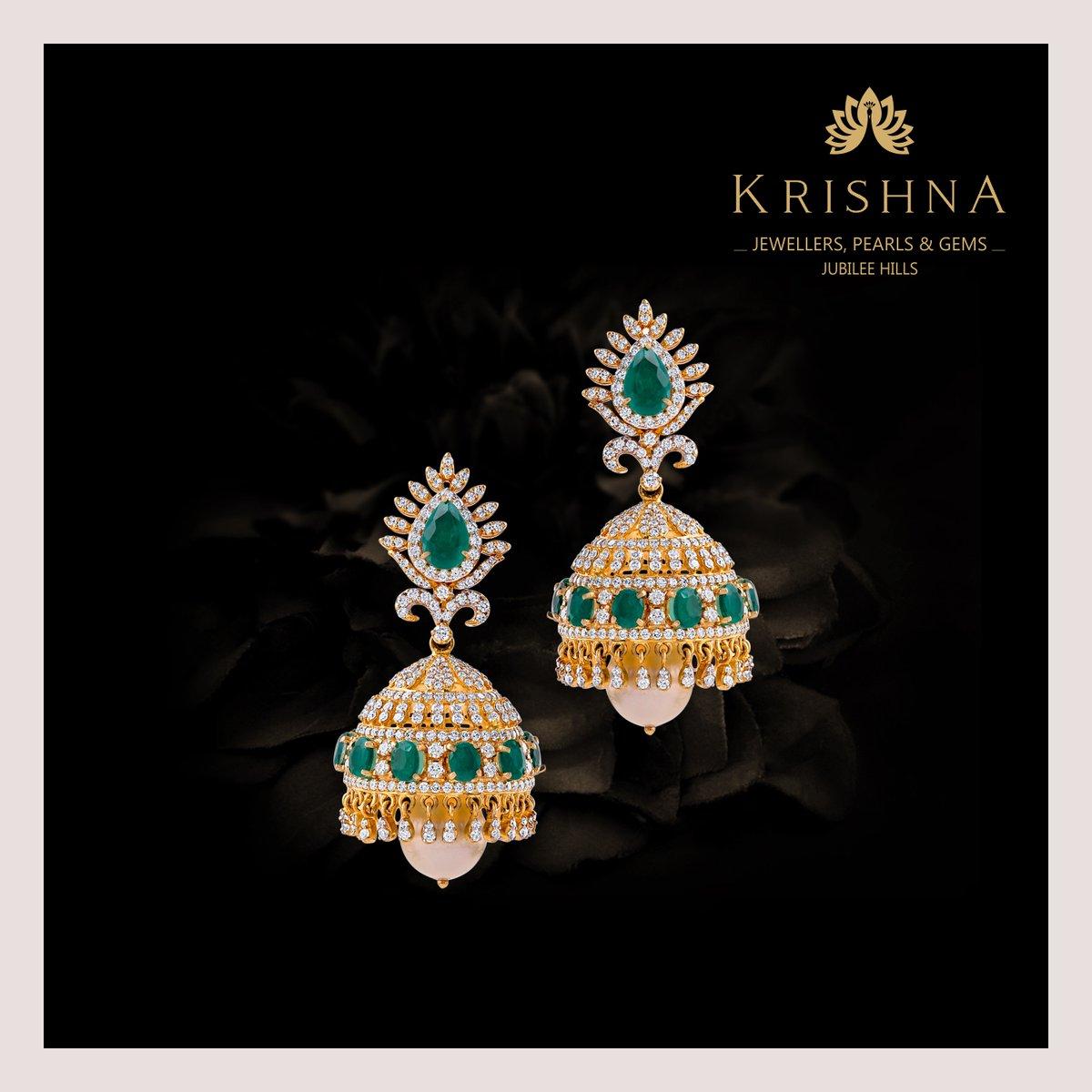 Wondrous diamond jhumka earrings fabricated in certified Diamonds, Emeralds, South sea pearls is perfect for marvellous feminine.  For more details Contact Us @ +91-7093324141. #diamondearrings #earrings #jhumkaearrings #diamonds #diamondjewellery #diamondjhumkaearrings #earringpic.twitter.com/ueyOGE9VKJ