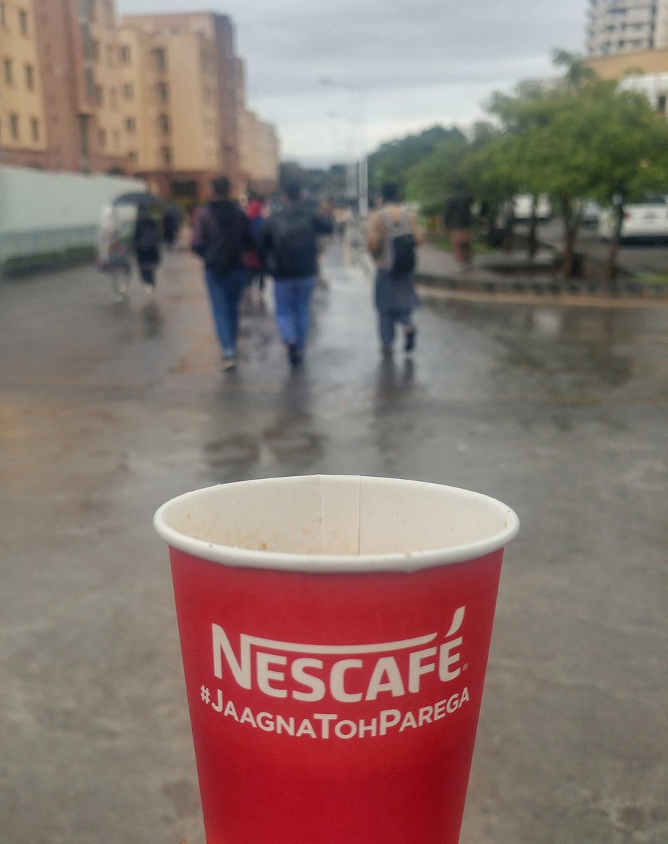 Thanks to @NESCAFEPakistan for making this rainy day more special for Comsians with their tasty coffee ❤  #JaagnaTohParega https://t.co/uOm29yLUFx