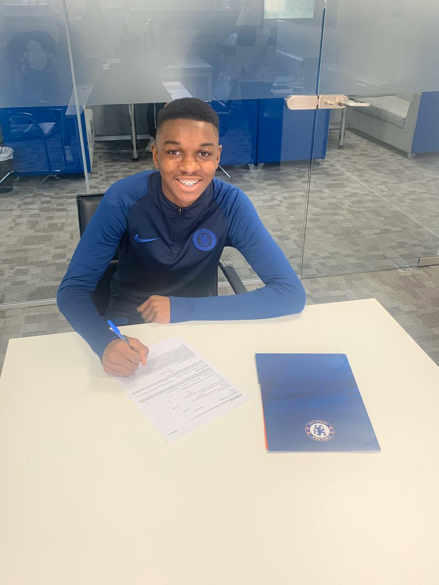 Congratulations to our U14s player Kaiden on signing a professional contract with Chelsea FC!⚽🔵 Kaiden has been a part of the BC family since the age of 9yrs old. This is an amazing achievement and testament to his hard work!!🏅👏🙌👣 #bristolcentralyfc #chelseafc #grassroots https://t.co/io90yTpA5Y