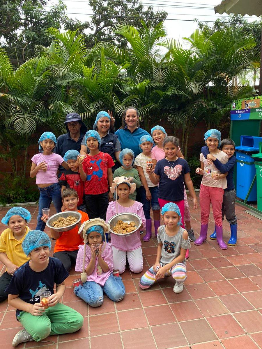 Niños del vacacional prepararon una rica y nutritiva comida para animales del #ParqueHistóricoGye. 🦜🐒 https://t.co/GO3D7OwU9f