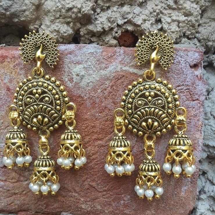 Triple jhumki danglers sold .... #weddingjewellery #earringsoftheday #indianwedding #onlineshopping #jadaujewellery #designerjewellery #artificialjewellery #indianbride #indianfashion #traditionaljewellery #delhi #indianbridaljewellery #jewellerylover #earringstyle #bridaljewelrypic.twitter.com/SkeNFe0bCq
