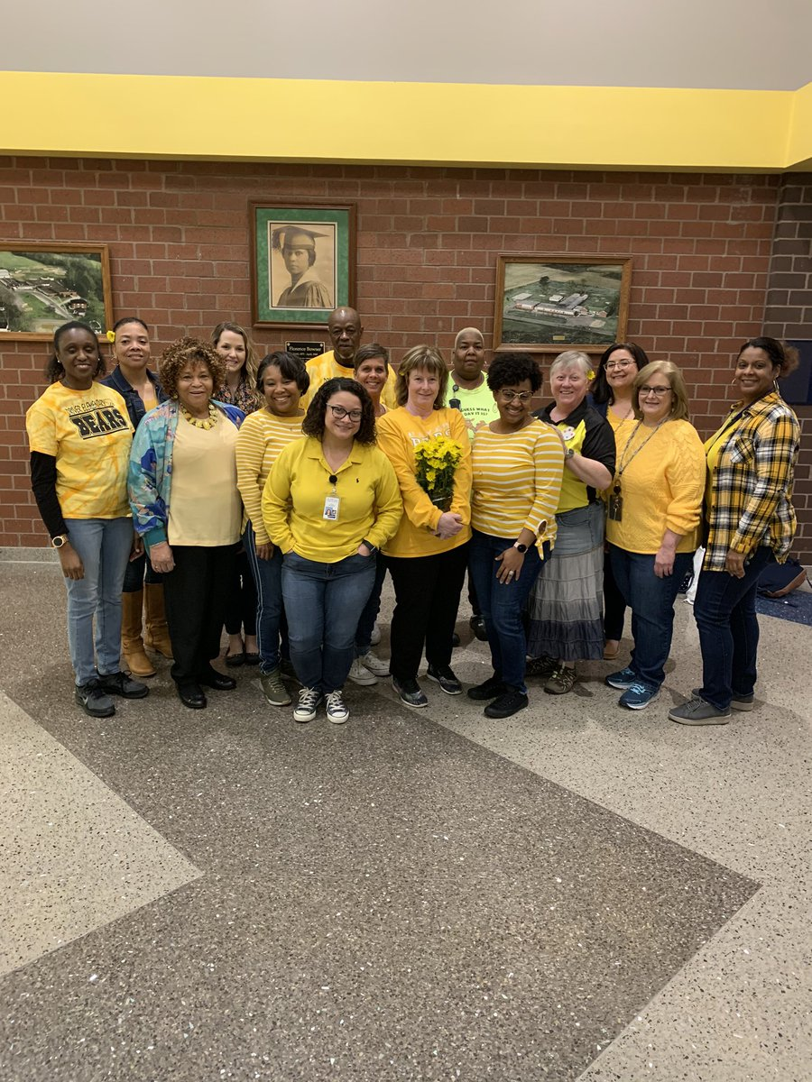 @EaglesFbes wearing yellow to support the arts. #spsk12proud #BuildingTheBestSPS