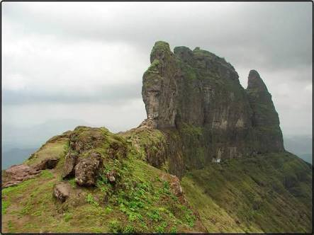 Maha Info Centre On Twitter Malanggad Fort In Thane Dist Built By King Naladev Of Maurya Dynasty In 7th Century The Fort Was Home To Nathpanthi Saint Machhindranath During This Period In