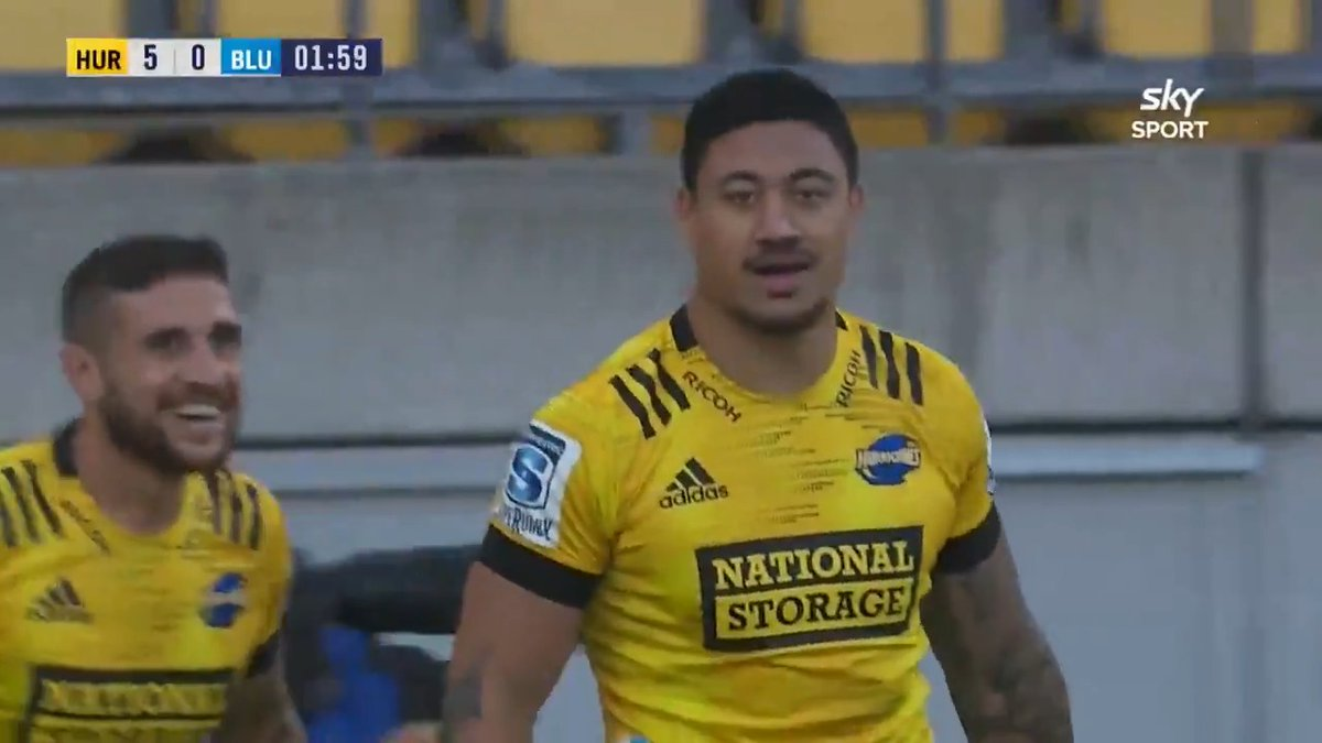 🏀🏉 NBA or Super Rugby? Vaea Fifita with the @NBA style lay-up to set up Ben Lam for the try. Catch the action live on @skysportnz now! #HURvBLU