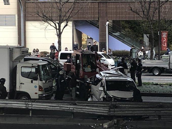 大阪 クレーン 車 事故