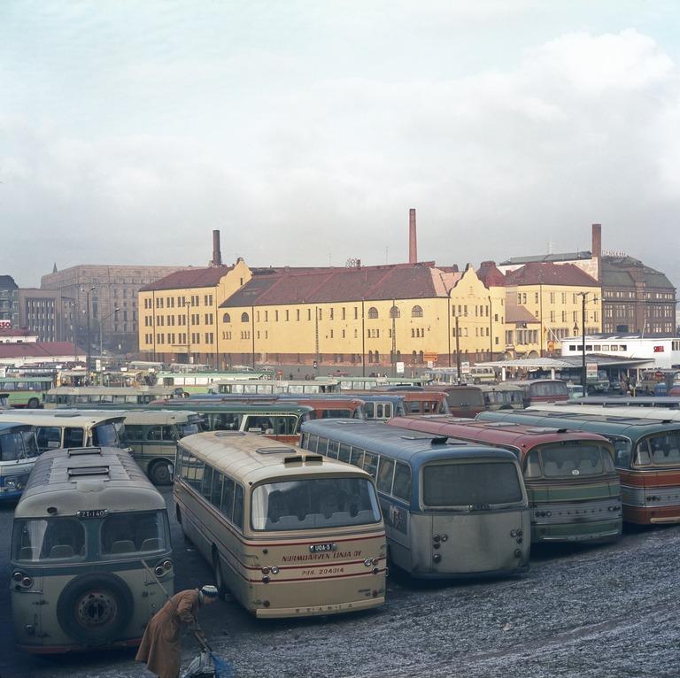 Helsingin linja-autoasema, pysäkki 1215, laituri K - missä?
