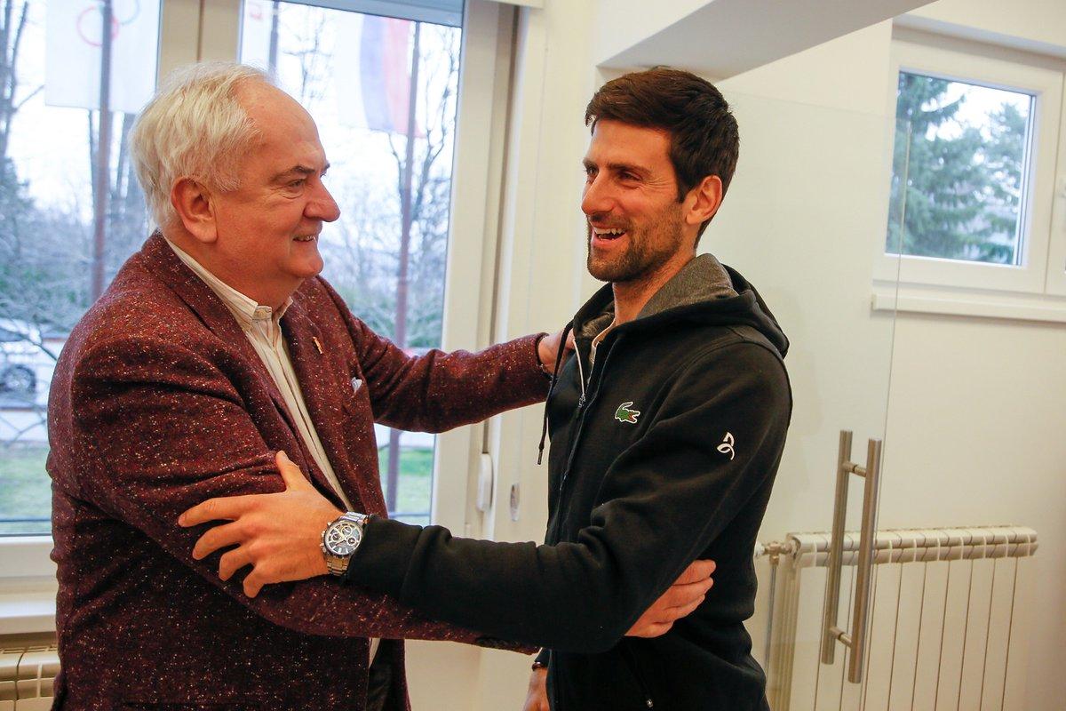 U poseti olimpijskoj kući ugostili smo najuspešnijeg sportistu Srbije, olimpijca i prvi reket sveta @DjokerNole! Novaka su dočekali čelnici OKS-a, a predsednik @MaljkovicB uručio mu je četiri trofeja za najuspešnijeg sportistu, koje zbog obaveza nije bio u prilici da preuzme pic.twitter.com/iGdtCl09e1