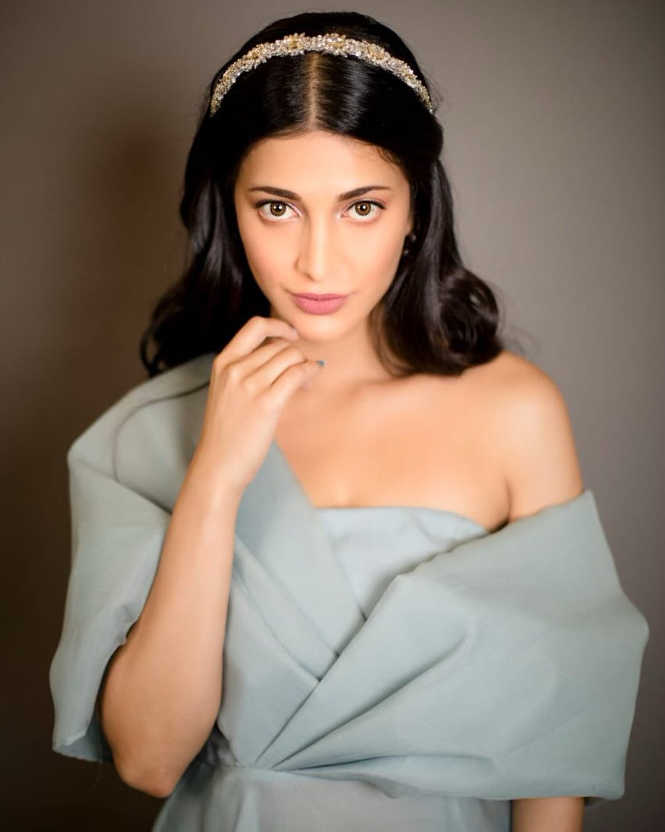 Happy Women's Day Angel @shrutihaasan ❤ Thank you for inspiring us with your Grit, Perseverance & Determination.  We love you Angel 😘 #WomensDay #HappyWomensDay2020 https://t.co/2JtIyFUueO