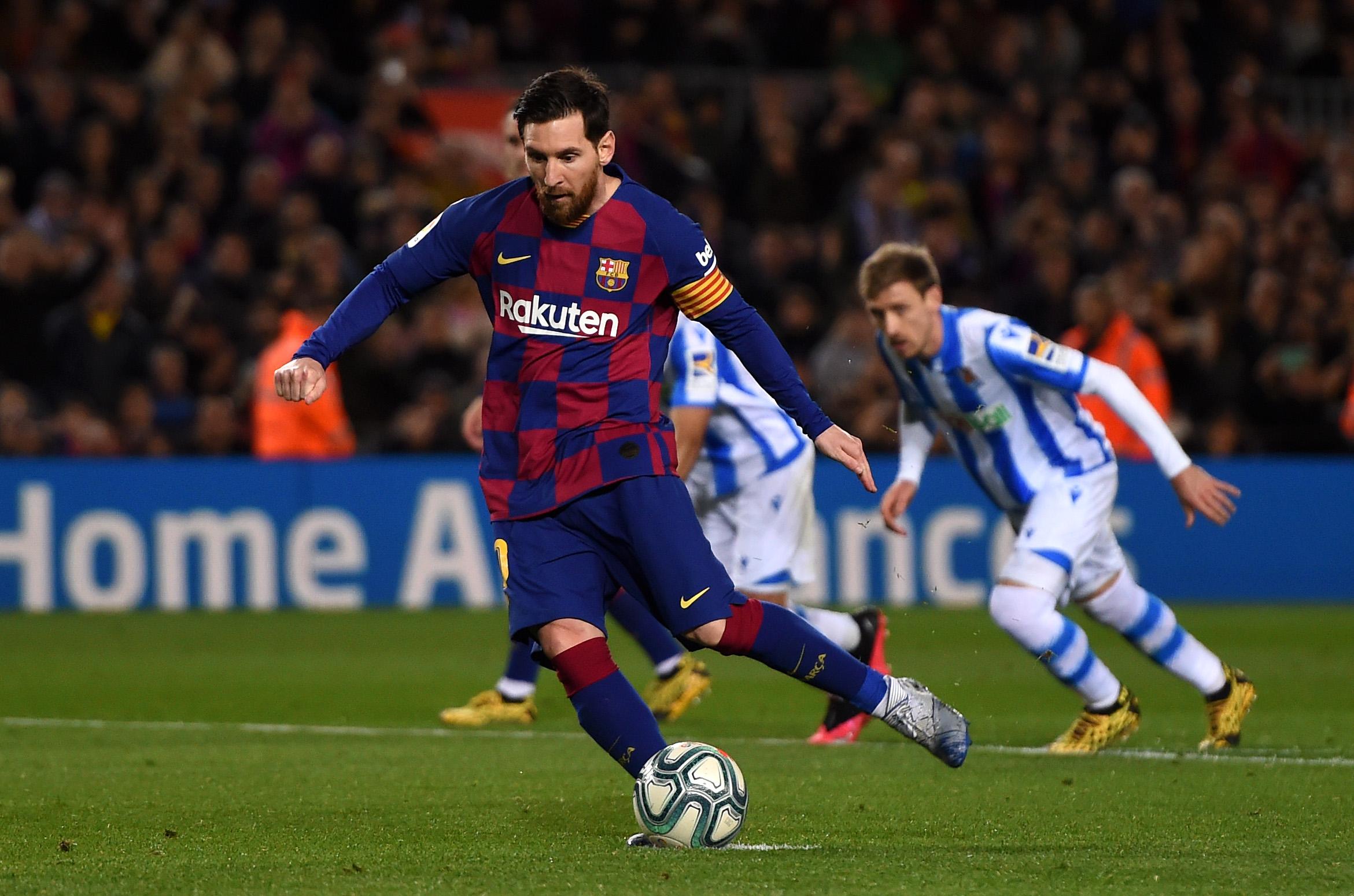 ميسي يقود برشلونة لتخطى سوسيداد بصعوبة وانتزاع صدارة الليجا مؤقتًا