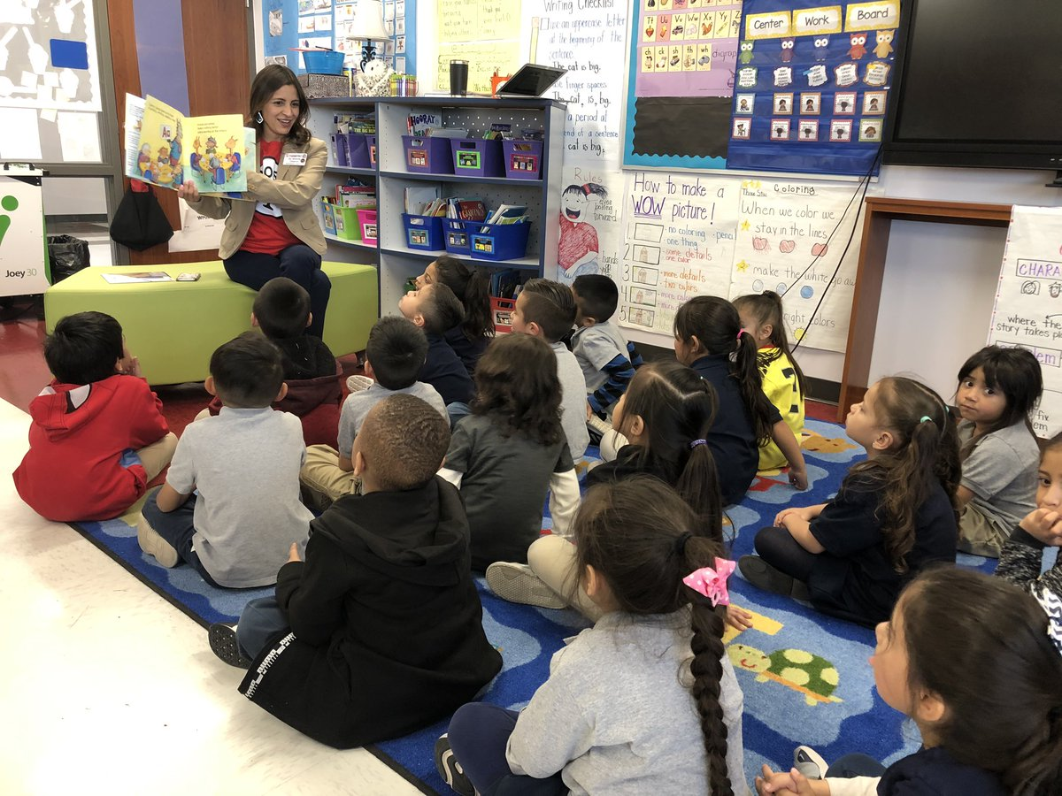 Read Across America readers are the best!! Thank you Brenda Chacon!!@MissionValleyES #THEDISTRICT