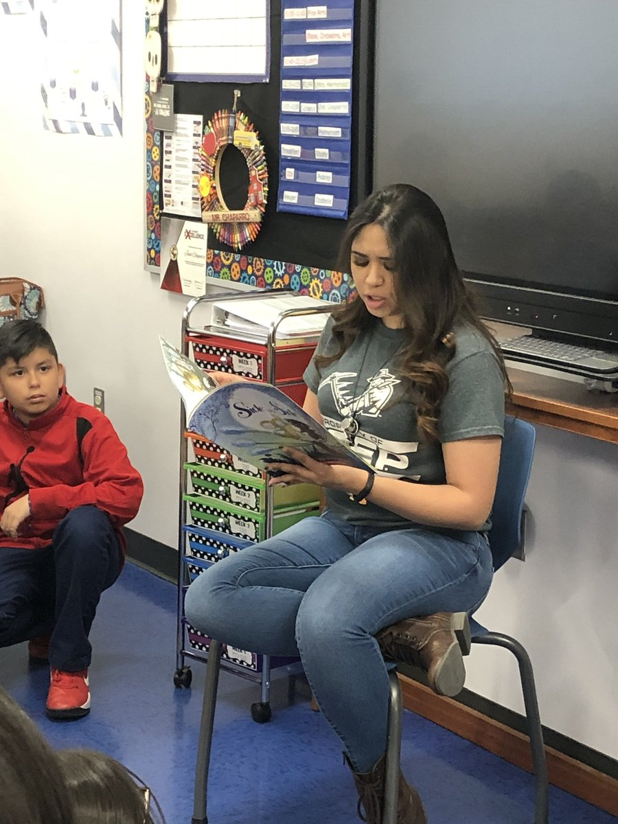 Thanks to our awesome readers Melissa and Joanna! You rock!! @MissionValleyES #THEDISTRICT