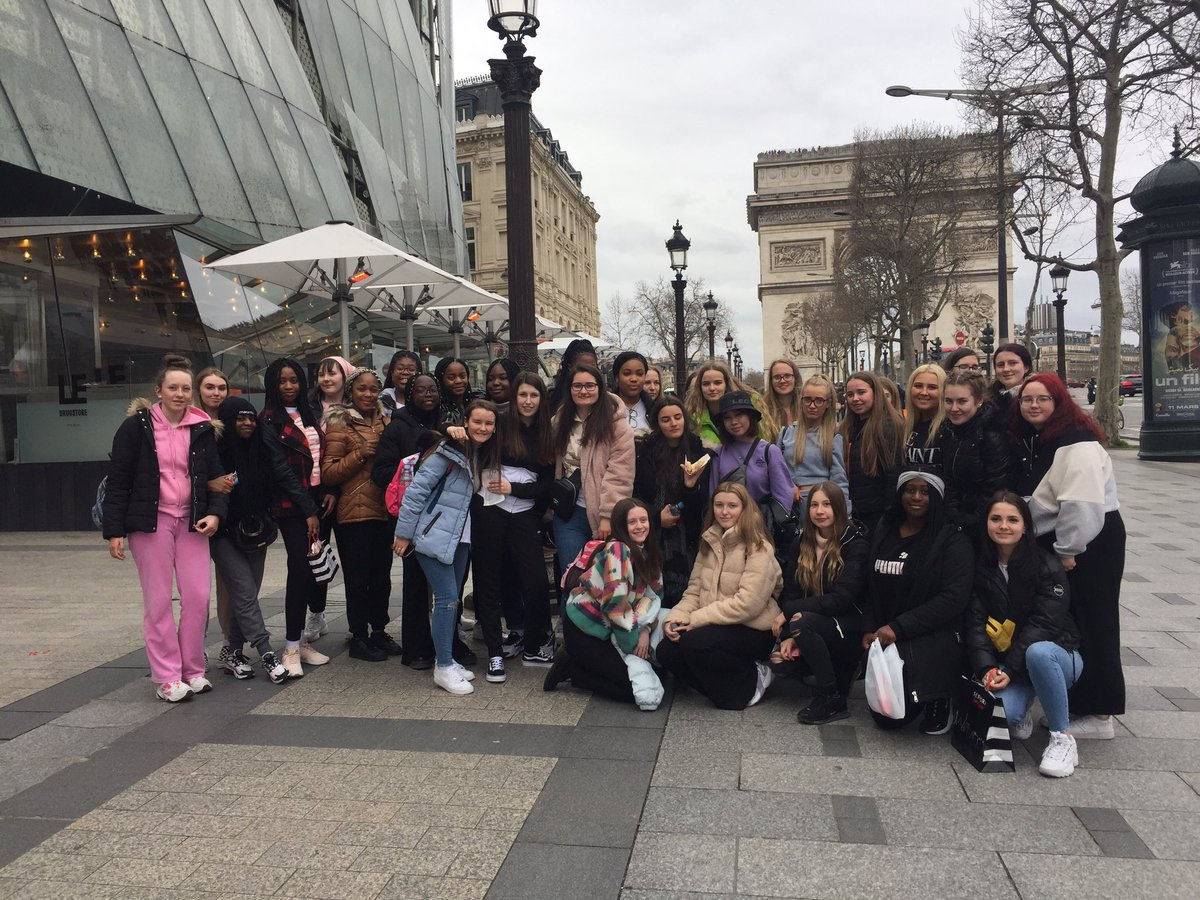 Bonjour de Paris @Colaistebride #5thYears Arrived safe & well, lovely day sightseeing in #Paris - on our way to #DisneyVillage ... #ChampsElysees #eiffeltower<br>http://pic.twitter.com/5kgtN92uRt