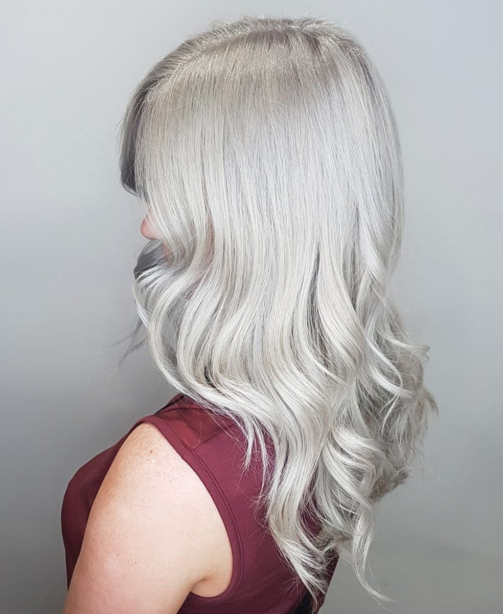 Ice white blonde  by the ultra talented Brad  Some toning skills here #iceblonde pic.twitter.com/eZNSsgwbUJ