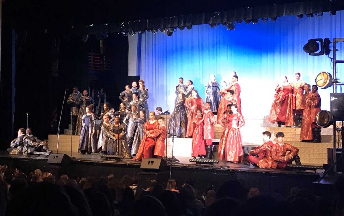 @TDHSchoirs @KnightScene CRUSHED it tonight at the #KosteClassic — loved watching y'all pic.twitter.com/1cyKWvjcEW
