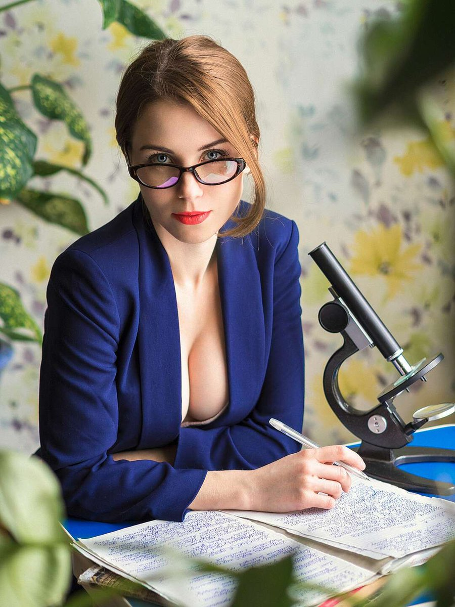 Mature Business Woman Poses Nude In Her Office In The Mature Porn Pics