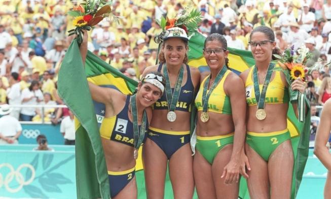 Bom dia!!!  Thread em homenagem ao #diadasmulheres   #Atlanta1996 com a Final olímpica das mulheres brasileiras  Mônica, Adriana, Jaqueline e Sandra conquistaram as primeiras medalhas das mulheres brasileiras em Olimpíadas  #VoleiDePraia #InternationalWomensDay #8M2020pic.twitter.com/D22zSTeyQx