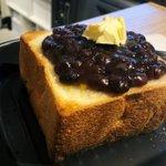 チーズとあんことバターの組み合わせがたまらない!?あんバターを乗せたラクレットトースト!