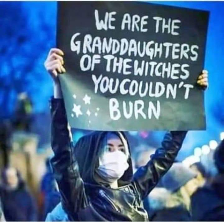 * yakamadığınız cadıların torunlarıyız