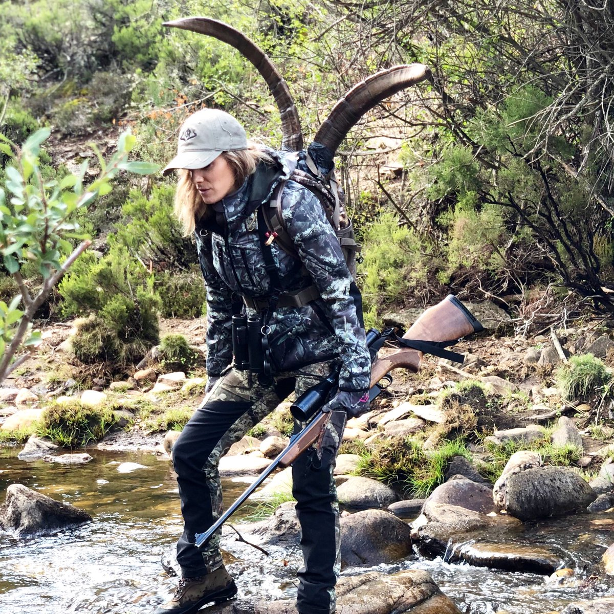 Nazaret 38 años luchando por salir adelante. FELIZ DÍA DE LA MUJER  Feliz día a todas las Superwoman #womanhunter #caza #cazadora #cazamayor #cazamenor #corzos #chasseresse #hunter #mujercazadora #hunting#instahunting #jabali #pasionmorenapic.twitter.com/nvhhIHqueZ