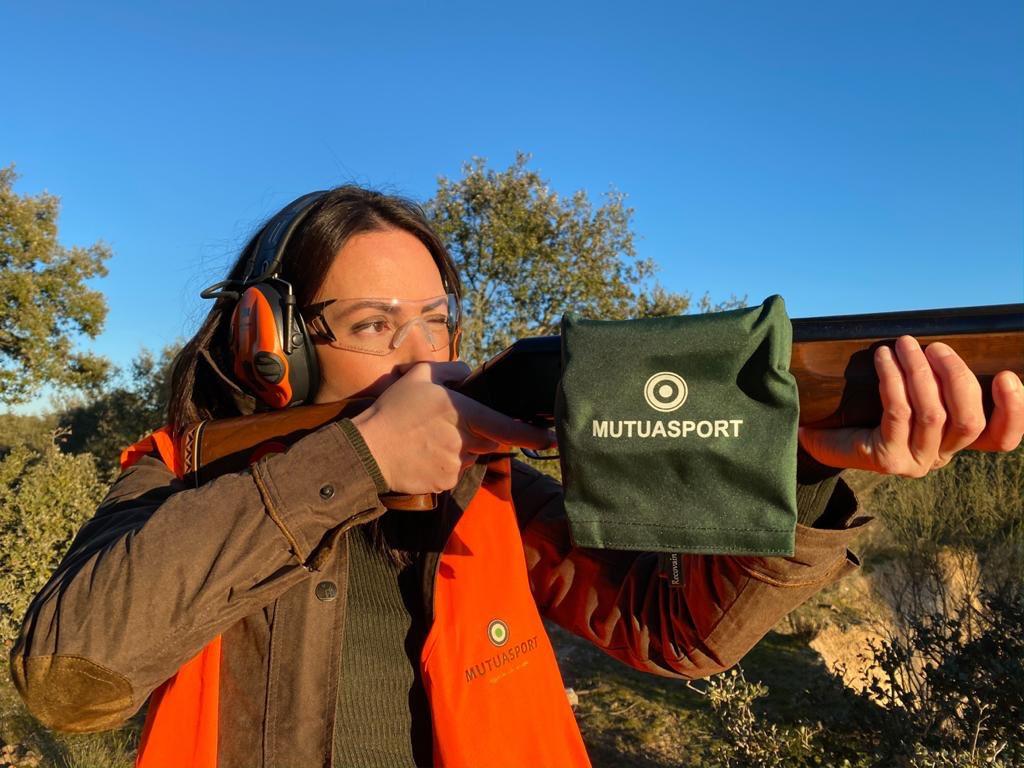 ¡Feliz Día Internacional de la Mujer!  Porque son presente y futuro de la caza.  #mujercazadora #mujersegurapic.twitter.com/AZuYl08icF