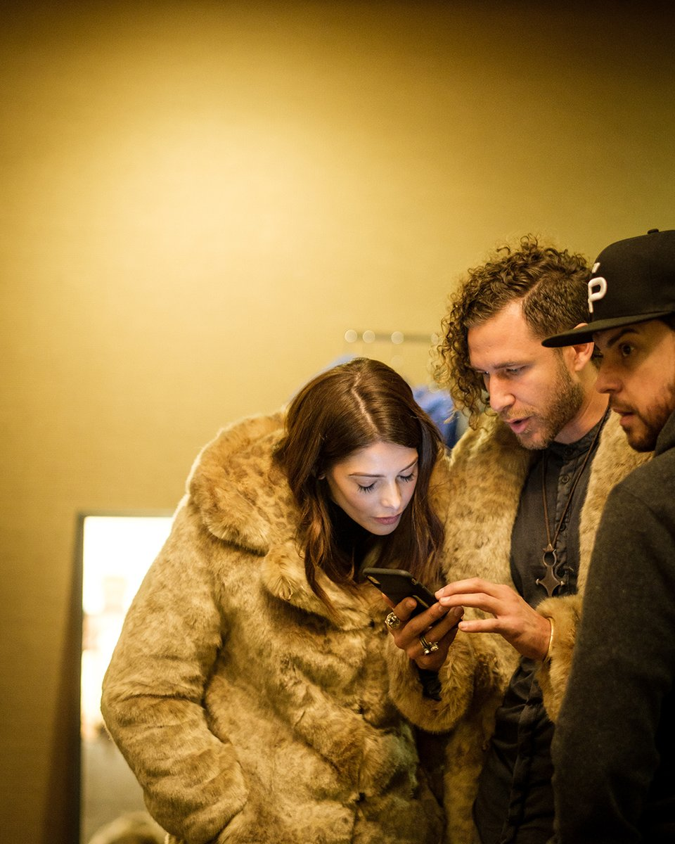 This is us. Showing celebs our social media pages at the #MammothFilmFestival (in our ultra soft TISSAVEL coats)! ⁠  : @ashleygreene + Co-founder @latifheart + @daveophilly : African Golden Cat Faux Fur Coat : Shop our TISSAVEL Collection: https://soo.nr/omiz pic.twitter.com/08rHvcBG8d