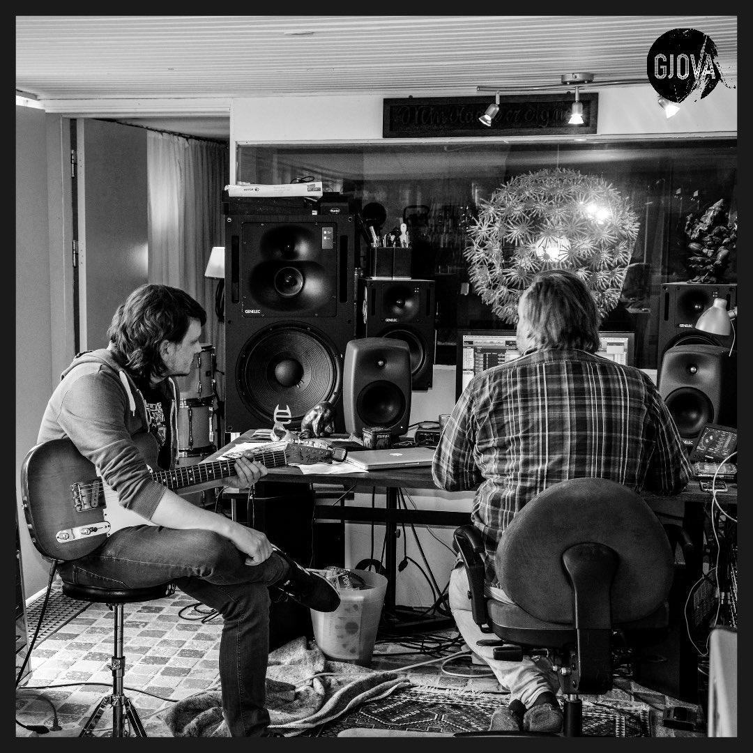 MORE #tele please! What a sound. Super stoked. #musicproduction #rockingit #telecaster #guitars #fender #guitarplayer #guitarists #guitarelectric #fendertelecaster #lovemusic #backtooldtimes #inthestudio #lovemusic #indiemusic #recordings #creativitymatters #beinspired #funtimespic.twitter.com/Jg3t5lWwLV