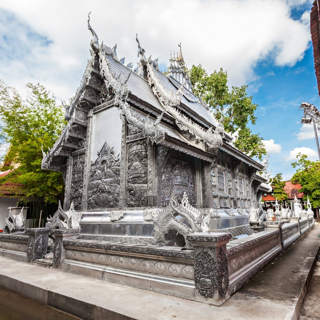 #ChiangMai  #SilverTemple is a unique temple to visit in Chiang Mai in contrast to the gold featured on most temples in the vicinity. pic.twitter.com/mUeD5EsJNt