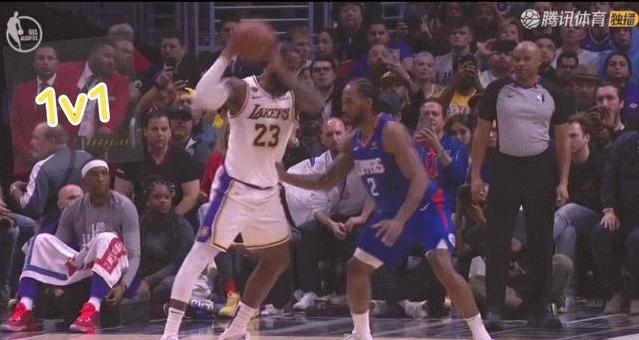 【影片】對上了!詹姆斯單挑Leonard,硬撞碾壓,結局太真實,可愛表情很懊惱!-籃球圈