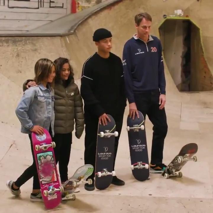 🛹 @tonyhawk 🇺🇸 🇬🇧 @skyandocean_ 🛹 🛹 Rayssa Leal 🇧🇷 🇩🇪 Lenni Janssen 🛹  #TBThursday to Berlin and skateboarding royalty coming together to celebrate #SportForGood 🙌  #Laureus20 #SportUnitesUs